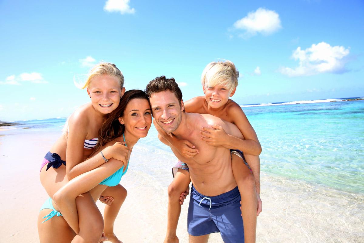 Семьёй на пляже 1 фотография